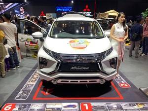 大手自動車メーカーの展示ブース